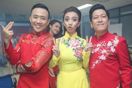 Nha Phuong cham soc Truong Giang trong hau truong live show - Anh 8