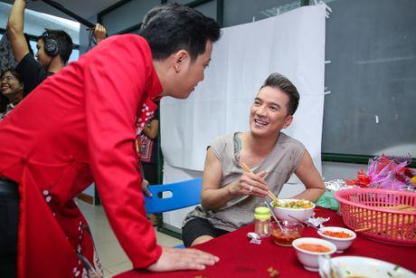 Nha Phuong cham soc Truong Giang trong hau truong live show - Anh 9