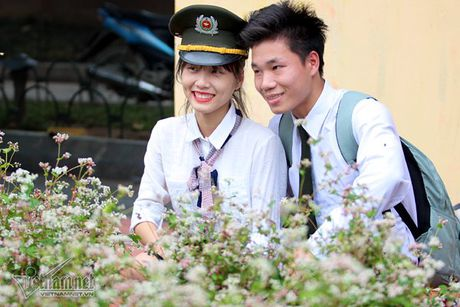 Selfie ben rung hoa tam giac mach giua Ha Noi - Anh 11