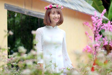 Selfie ben rung hoa tam giac mach giua Ha Noi - Anh 12