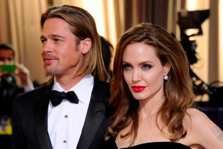 Angelina Jolie bi nghi 'choi ban' vu Brad Pitt bao hanh con - Anh 1