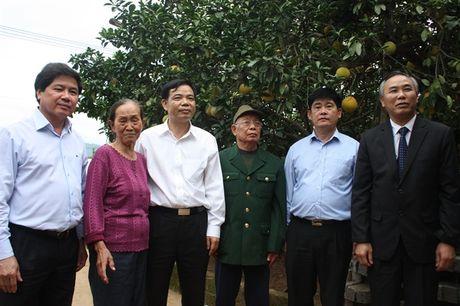 Bo truong Bo NN-PTNT Nguyen Xuan Cuong tham 'Vua buoi xu Muong' - Anh 3