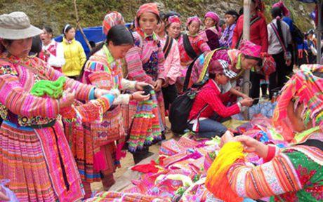 Tai hien khong gian van hoa dan toc Mong Ha Giang tai Ha Noi - Anh 1