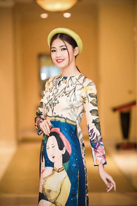 A hau Thanh Tu khoe ve dep co dien voi ao dai cach tan - Anh 1