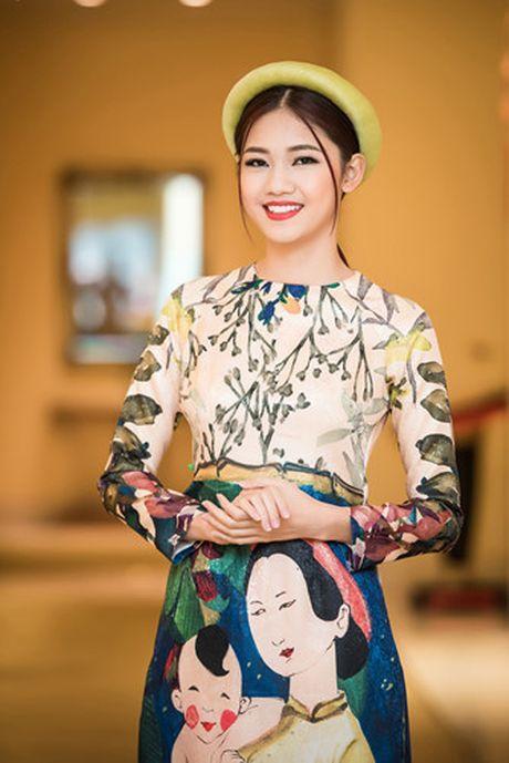 A hau Thanh Tu khoe ve dep co dien voi ao dai cach tan - Anh 3