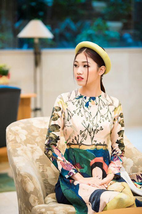 A hau Thanh Tu khoe ve dep co dien voi ao dai cach tan - Anh 5