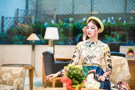 A hau Thanh Tu khoe ve dep co dien voi ao dai cach tan - Anh 7