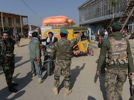 Bon nguoi My bi thiet mang trong mot vu danh bom o Afghanistan - Anh 1