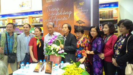 Nha tho Nguyen Quang Thieu ra mat sach moi - Anh 5