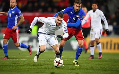 Lien tuc no sung trong hiep 1, Italia thi uy truoc Liechtenstein - Anh 4
