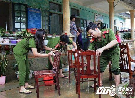 Ngam nu canh sat Ha Tinh xinh dep va tot bung - Anh 2