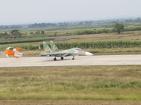 Them mot trung doan khong quan Viet Nam trang bi Su-30MK2 - Anh 8
