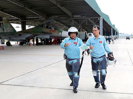Them mot trung doan khong quan Viet Nam trang bi Su-30MK2 - Anh 9