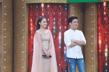 """Ca si giau mat: Luong Bich Huu """"loi nuoc"""" voi dep le - Anh 1"""