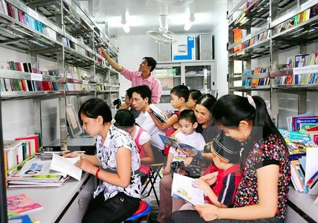 Khai truong thu vien tai Tru so Tong hoi nguoi Viet Nam tai Lao - Anh 1