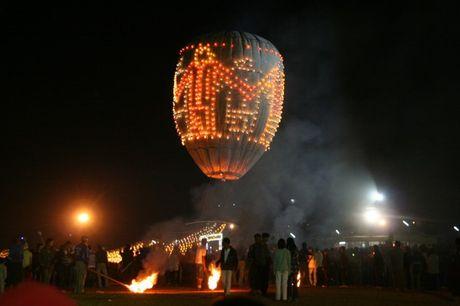 Thot tim voi Le hoi khinh khi cau mao hiem tai Myanmar - Anh 1