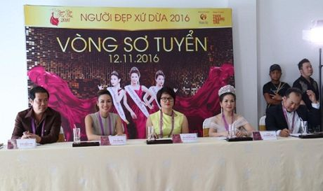 Hoa Hau Kim Nguyen 'dat show' ngoi ghe nong cac cuoc thi sac dep - Anh 1