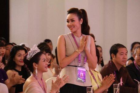 Hoa Hau Kim Nguyen 'dat show' ngoi ghe nong cac cuoc thi sac dep - Anh 2