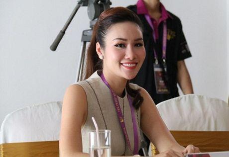 Hoa Hau Kim Nguyen 'dat show' ngoi ghe nong cac cuoc thi sac dep - Anh 3
