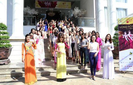 Hoa Hau Kim Nguyen 'dat show' ngoi ghe nong cac cuoc thi sac dep - Anh 4