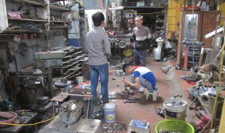 Chuyen kho tin nhung co that: 'Ky su' nong dan giup xe may chay 100km chi het 1 lit xang - Anh 1