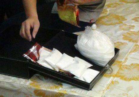 Bat qua tang doi tuong mua ban trai phep ma tuy o Lai Chau - Anh 1