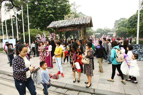 'Khong gian van hoa dan toc Mong Ha Giang' nhat nheo giua trung tam Ha Noi - Anh 1