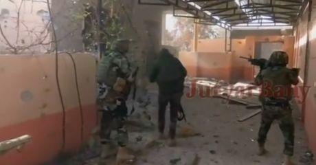Clip: Peshmerga bat song tay sung IS, bi bom tu sat tan cong o Mosul - Anh 1