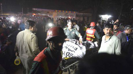 Pakistan: IS danh bom lieu chet lam hon 155 nguoi thuong vong - Anh 1