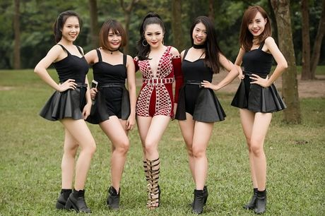 Huong Tram dien vay ngan, sexy het co lam khan gia dung ngoi khong yen - Anh 13