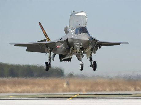 F-35B lan dau tien tham gia dien tap chien dau gia lap - Anh 2