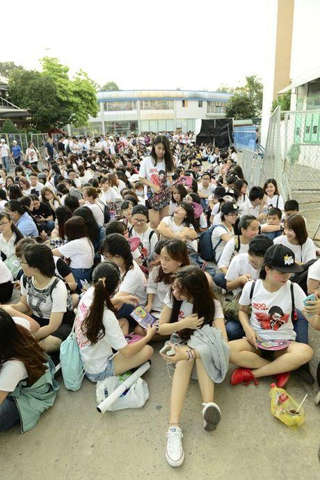 Noo Phuoc Thinh hanh phuc khi co 35.000 khan gia den xem liveshow - Anh 1