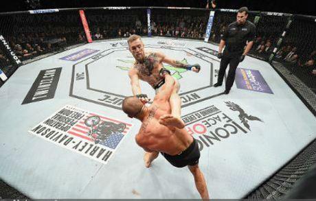 "Thang sieu toc, ""Ga dien"" McGregor tao ky tich UFC - Anh 1"