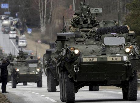 NATO chuan bi cho kich ban ong Trump bo roi chau Au - Anh 1