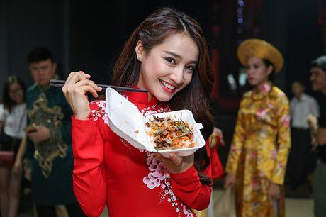 Nha Phuong bat ngo xuat hien va hat cung Truong Giang trong liveshow 'Chang he xu Quang 2 – Ve que' - Anh 15