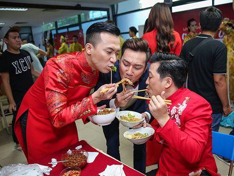 Nha Phuong bat ngo xuat hien va hat cung Truong Giang trong liveshow 'Chang he xu Quang 2 – Ve que' - Anh 16
