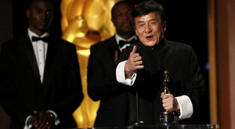 Thanh Long hai huoc khi nhan giai Oscar danh du - Anh 1