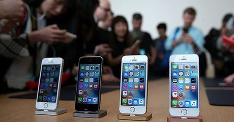 iPhone 7 chinh hang len ke, iPhone SE se khong duoc nang cap? - Anh 1
