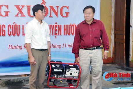 Them nhieu mon qua y nghia den ba con vung lu Ha Tinh - Anh 3