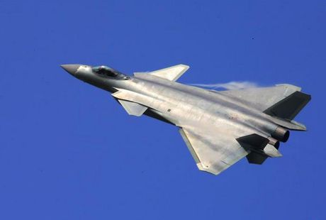 Strategy Page: May bay chien dau J-20 Trung Quoc con kem nhieu so voi F-22, F-35 My - Anh 4