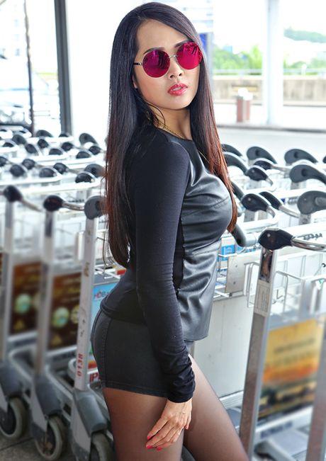'Gai nhay' Minh Thu dien quan short ngan cun ra san bay - Anh 3