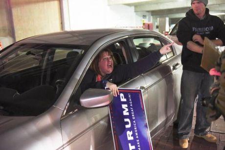 Bieu tinh phan doi Trump ngay thu 5 tren khap nuoc My - Anh 4