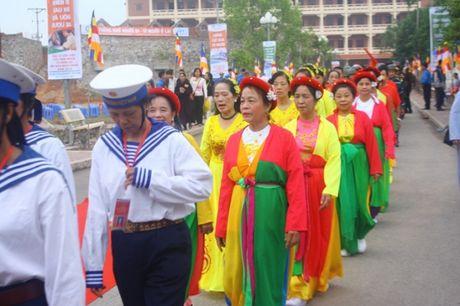 Quang Ninh: Hang van nguoi tham gia Dai le cau sieu cac nan nhan tu vong vi tai nan giao thong - Anh 10