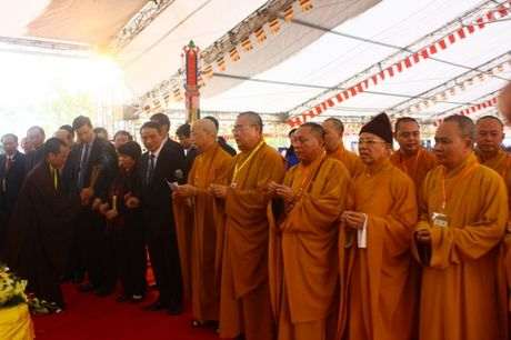Quang Ninh: Hang van nguoi tham gia Dai le cau sieu cac nan nhan tu vong vi tai nan giao thong - Anh 12