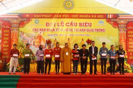 Quang Ninh: Hang van nguoi tham gia Dai le cau sieu cac nan nhan tu vong vi tai nan giao thong - Anh 1