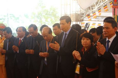 Quang Ninh: Hang van nguoi tham gia Dai le cau sieu cac nan nhan tu vong vi tai nan giao thong - Anh 3