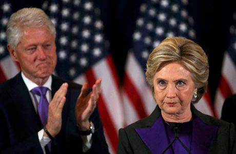 Clinton do loi cho giam doc FBI ve that bai - Anh 1
