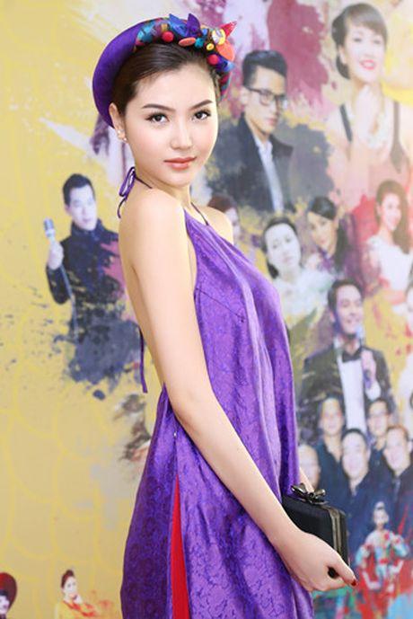 Hoa hau Ngoc Duyen dien ao yem di su kien - Anh 3