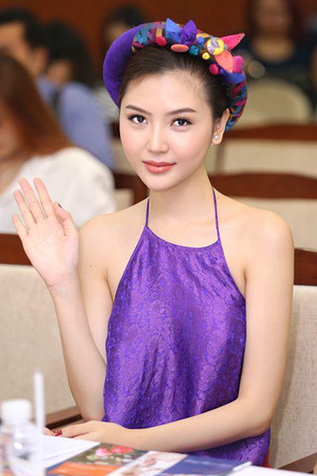 Hoa hau Ngoc Duyen dien ao yem di su kien - Anh 6