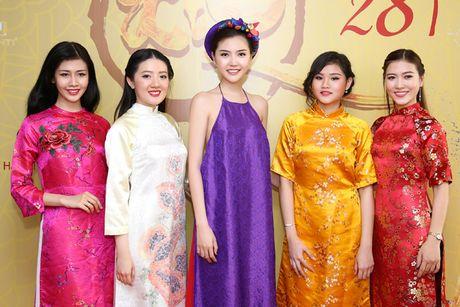 Hoa hau Ngoc Duyen dien ao yem di su kien - Anh 7